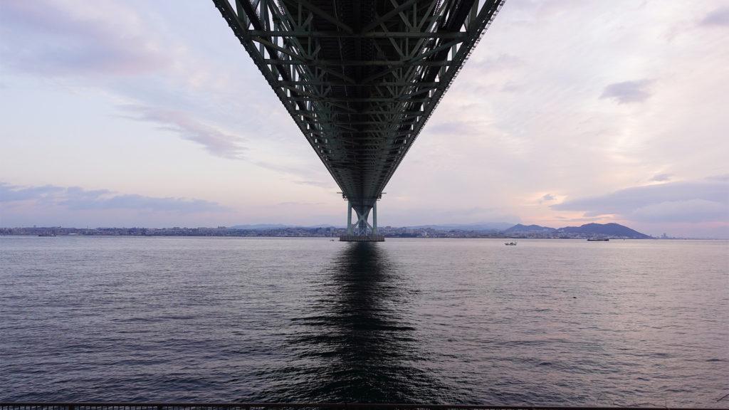 明石海峡大橋の下